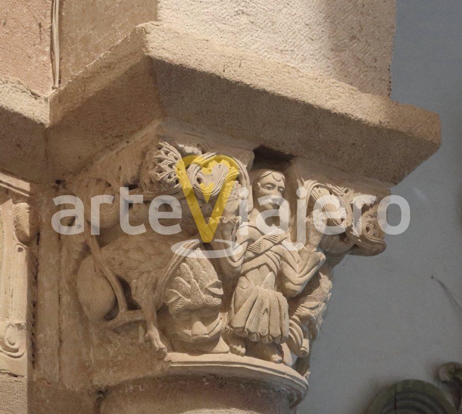 capitel del arco triunfal