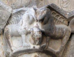 capitel con leones afrontados