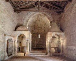 interior de la iglesia de san juan de duero