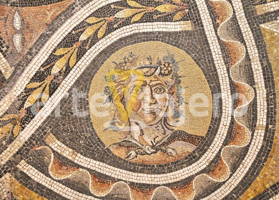 mosaico con sátiro