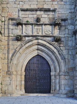 portada de estilo cisterciense