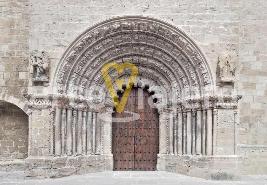 iglesia de santiago, puente la reina