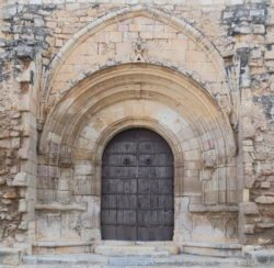 portada románica del monasterio