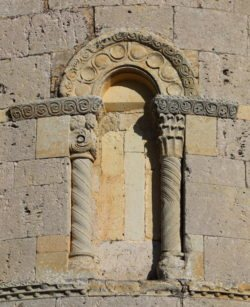 ventana de ábside románico