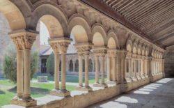 claustro de la concatedral de san pedro