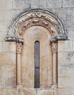 ventana iglesia románica