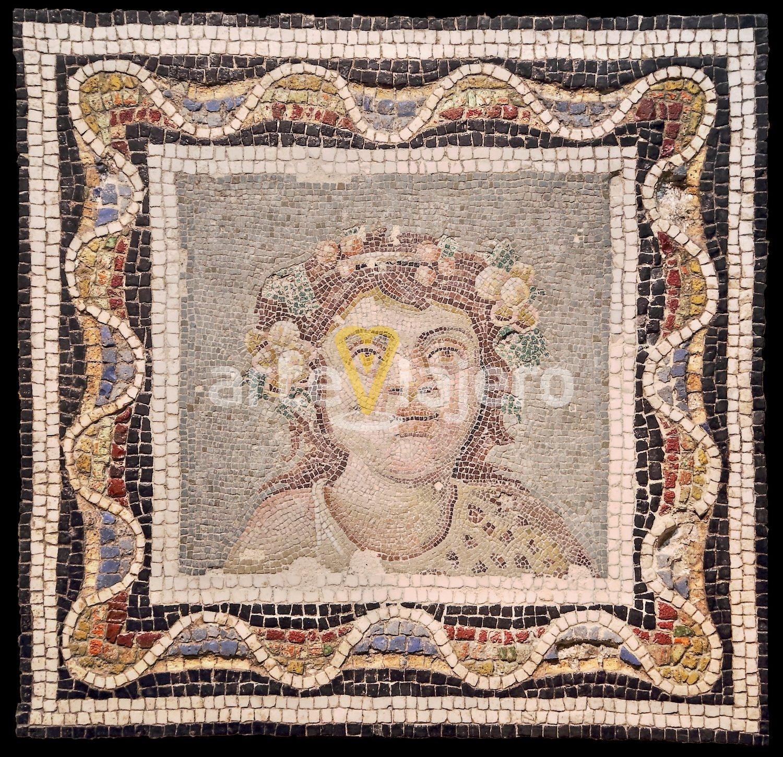 mosaico con busto de dioniso