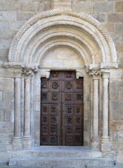 portada románica de la catedral de tui