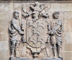escudo iglesia de úbeda