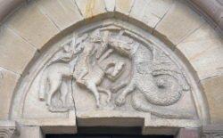 tímpano con dragón