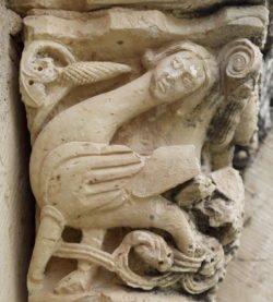 capitel románico con arpía