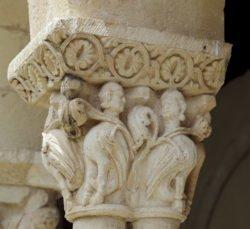 capitel con pareja de arpías