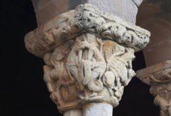capitel de la galería porticada