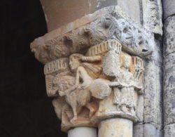 capitel con sansón y el león