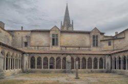 claustro de la colegiata de saint emilion