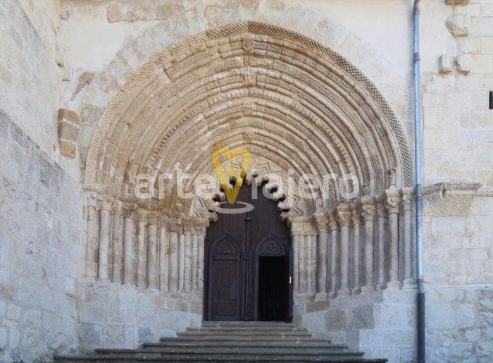 portada románica de san pedro de la rúa