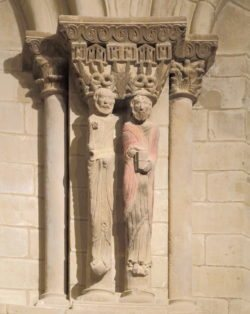 estatuas columnas románico