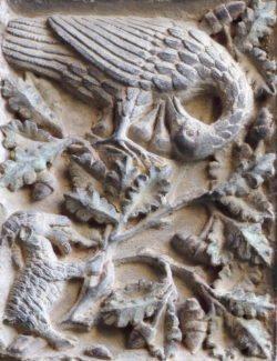 escultura en piedra ave
