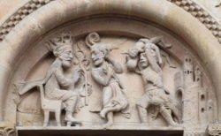tímpano románico con los santos inocentes