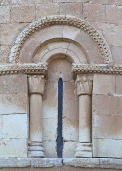 iglesia de castillejo de mesleón, ventana del ábside