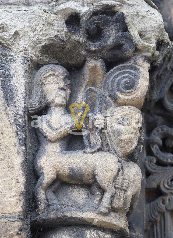 capitel con centauro, ciaño