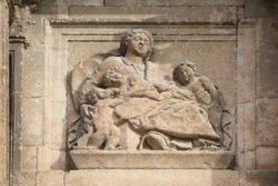 detalle de la iglesia de gumiel de izán