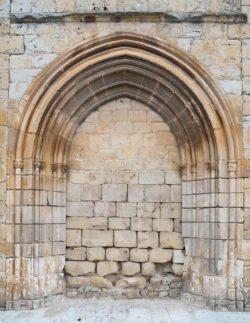 portada de la iglesia de gumiel de izán
