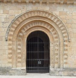 portada románica zig zag