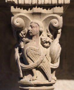 capitel con arpía románica