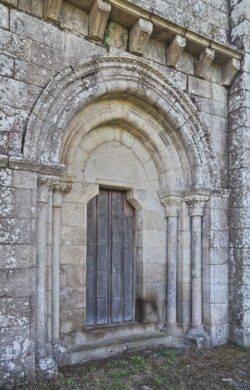 portada románica dozón