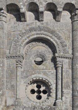 ventana románica ábside