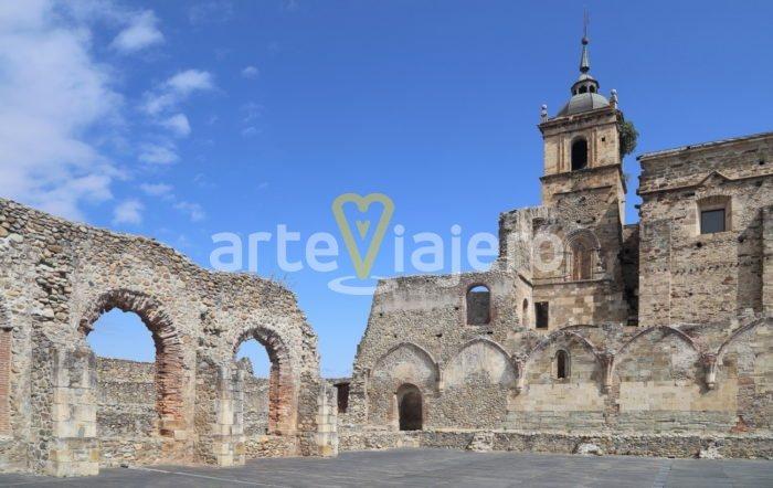 claustro del monasterio de carracedo