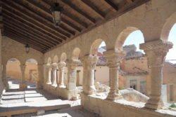 galería porticada románica de la iglesia de san miguel