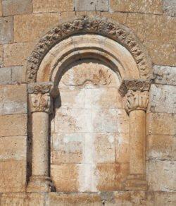 ventana del ábside románico