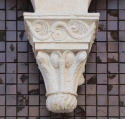 capiteles pinjantes