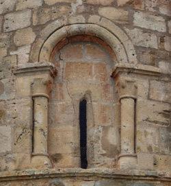 ventana del ábside, ermita de los Barrios de Bureba