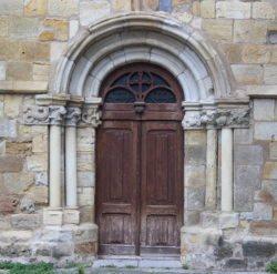 portada románica santoña