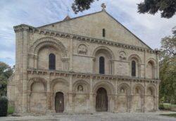 fachadas de iglesia románicas