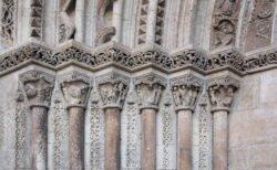 portada románica de la catedral de valencia