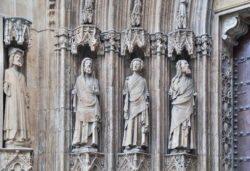 puerta de los apostoles