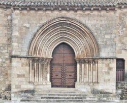 Portada de la iglesia de Arcas