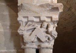capitel con la hidra de siete cabezas