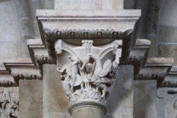 capitel románico con el rapto de ganimedes