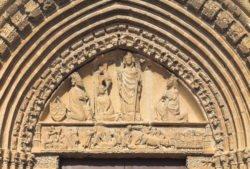 timpano de la iglesia de san saturnino