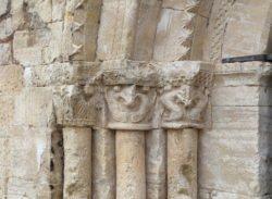 tres capiteles