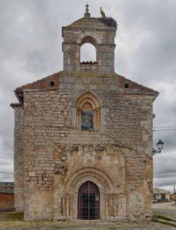 fachada de la iglesia románica