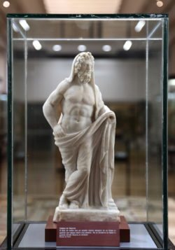 escultura de saturno