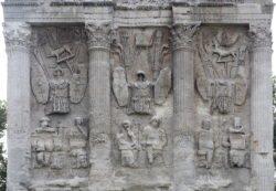 detalles del arco romano