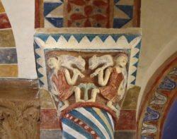 capitel policromía
