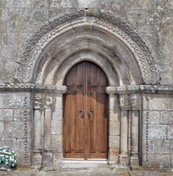 iglesia de morgade, portada románica
